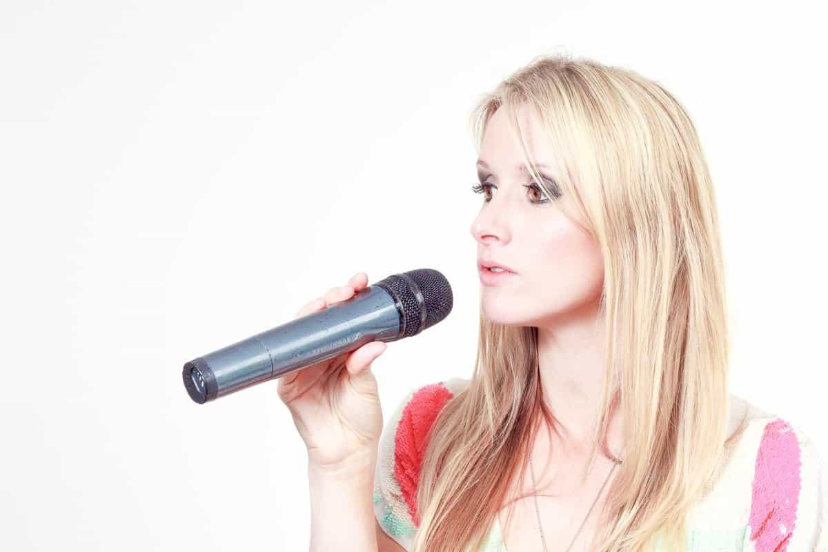 Birmingham Singer Rebecca Kelly